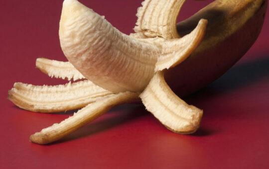 banana, red background