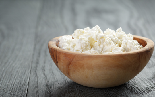 Bowl of cottage cheese.